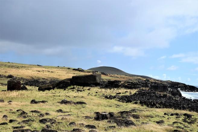 6 toppled moai